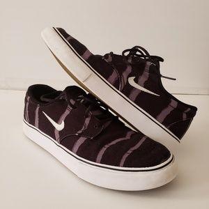 Boys Nike SB Clutch PRM Skate Shoes